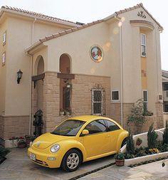 丸窓のステンドグラスはオリジナルデザインです。|南欧風住宅・プロヴァンス|アーチ|砂岩| House Colors, Exterior, Architecture, Home Decor, Arquitetura, Interior Design, Outdoor Rooms, Architecture Design, Home Interior Design