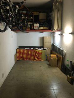 Precio: 15.000€. Este PARKING CERRADO en VENTA está ubicado en SANTA EUGENIA , está a 10 minutos del centro de GERONA y a 10 minutos del centro de SALT. Este PARKING CERRADO tiene una superficie de 12 m2, tiene altillo y la puerta es electrica. APROBECHE LA OPORTUNIDAD LLAME Y CONSULTENOS POSIBILIDAD DE FINANCIAR AL 100%. Ref.Gar1856 Tel.872980381