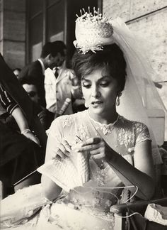 Gina Lollobrigida.......tina she is knitting