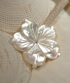http://www.ebay.fr/itm/Hand-Carved-Mother-of-Pearl-Large-Flower-Bead-Button-Center-Drilled-37MM-1-/231516104236?pt=LH_DefaultDomain_0