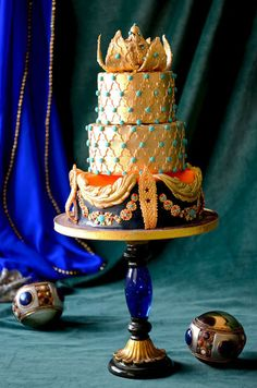 Gold wedding cake by Mila made with our Moroccan Lattice Silicone Onlay