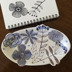 gr.pottery.formsWonderful floral designs on this illustrated platter by @ne_ceramics. #GRpotteryforms