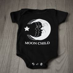 Mond Kind Baby Einteiler - If I ever have a kid - Gothic Baby Outfits, Newborn Outfits, Punk Baby, Child Baby, My Baby Girl, Baby Girls, Baby Mond, Gothic Baby, Baby Kids Clothes