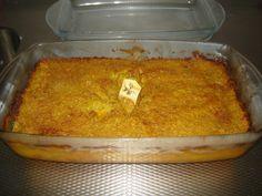 Pom is een traditioneel surinaamsgerecht. Het is een ovenschotel die veel wordgemaakt voor feesten en partijen. De basis ingredienten van pom zijn pomtajer en vlees. Dutch Recipes, Spicy Recipes, Asian Recipes, Cooking Recipes, One Pot Dishes, Oven Dishes, Suriname Food, Caribbean Recipes, Caribbean Food