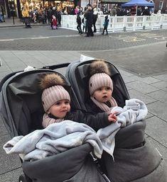 Neugeborenes Baby Mädchen Baby im Freien Baby monatlich Baby diy Baby Kunst nach Hause Baby chr So Cute Baby, Cute Baby Twins, Twin Baby Girls, Twin Babies, Baby Girl Newborn, Baby Love, Newborn Baby Ideas, Twin Baby Stuff, Cute Babies Newborn