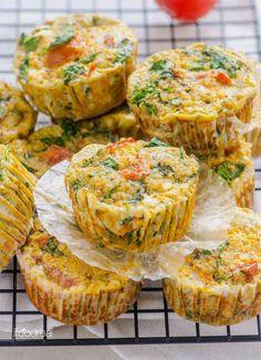 Muffins mit sonnengetrockneten Tomaten, Spinat und Quinoa