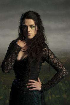 Katie McGrath as Morgana Le Fay in Merlin. Katie McGrath as Morgana Le Fay in Merlin. Katie Mcgrath, Halloween Serie, Halloween Look, Halloween Ideas, Morgana Le Fay, Merlin Morgana, Colin Morgan, Merlin Season 4, Roi Arthur