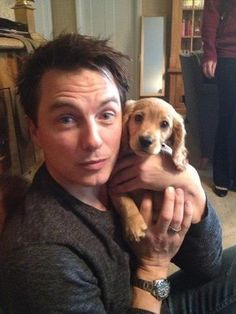 John Barrowman with his dogs Charlie, Captain Jack and Harris. Barrowman was voted Top Celebrity Dog Owner of the Year for the UK's PetNet website. John Barrowman, Celebrity Dogs, Captain Jack Harkness, Top Celebrities, Celebs, Torchwood, I Cant Even, Dr Who, Tardis