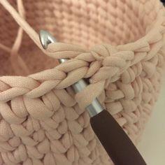 Creative Crafts, Diy And Crafts, Creative Ideas, Stick O, Textiles, Loom, Knit Crochet, Crochet Patterns, Basket