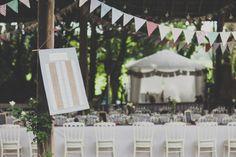protocolo seating plan marco sencillo boda campestre banderolas