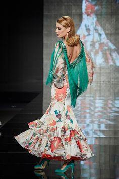 Traje de #flamenca de seda estampado presentado en #Simof. PVP: 1.800 € Más información: http://www.lina1960.com/portfolio-item/traje-estampado/