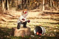 Just bought 2 wooden crates for 10 bucks! I cant wait to stain them and take adorable pictures like this! Toddler Photography, Autumn Photography, Family Photography, Beginner Photography, Photography Ideas, Fall Family Pictures, Fall Photos, Fall Pics, Holiday Photos