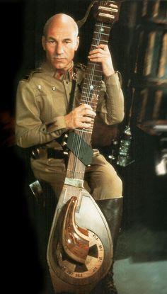 Patrick Stewart as Gurney Halleck, troubadour warrior. From the 1984 movie adaptation of Frank Herbert& Dune. Patrick Stewart, Charles Xavier, David Lynch, 1984 Movie, Movie Tv, West Yorkshire, Star Trek, Dune Frank Herbert, Dune