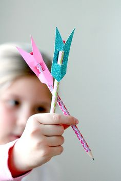DIY Arrow Pencil Topper , Perfect for Teachers, Classroom crafts , Only need construction paper and pencils!