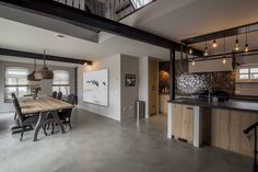 barnwood kitchen with concrete floor Farm Villa, Interior Architecture, Interior Design, New Builds, Concrete Floors, Home Look, Barn Wood, Living Spaces, Living Room