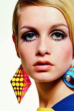 出典:https://locari.jp/posts/15679 最近60&70年代に流行ったファッションが、再び人気になっています。ツイッギーは60年代と70年代を通して活躍したトップモデルですが、そんな彼女のとってもかわいいファッション...