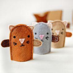 Hacer tu propio gatito dedo Títeres Kit - Kit de costura, Kit de actividad de claraandmacy en Etsy https://www.etsy.com/es/listing/125045130/hacer-tu-propio-gatito-dedo-titeres-kit