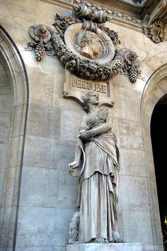Paris - Opéra Quarter: Opéra National de Paris Garnier - Le Chant et Médaillon de Pergolèse