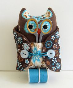 Handcrafted sewing kit in the shape of an adorable owl . Delicious chocolate brown body and inner wings with a beautiful dark chocolate brown outer Fabric Crafts, Sewing Crafts, Sewing Projects, Owl Sewing, Sewing Kits, Owl Crafts, Geek Crafts, Brown Bodies, Chris Craft