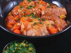 jarret de veau, huile, ail, tomate concassée, carotte, oignon, vin blanc sec, bouquet garni, farine, poivre, Sel