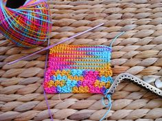 A Cor da Lã: Porta Moedas em crochet... Depois do Eclipse solar, e quase na Primavera!