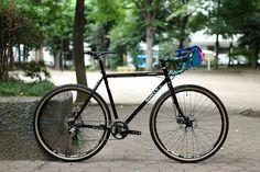 https://flic.kr/p/yjeqHx | *SURLY* straggler complete bike | *SURLY* straggler complete bike BLUE LUG custom SPEC *SURLY* straggler (650b) Headset:*CHRIS KING*nothread wheels:*WTB* st i23 rim × *SHIMANO* xt Tire:*SOMA* cazadero (650b) Brake&shift lever:*SHIMANO* 105 Crankset:*SHIMANO* xt crank FD:*SHIMANO* RD:*SHIMANO* xt Brake:*SHIMANO* Handle:*NITTO*mod174 all road bar Stem:*NITTO* ui-85 bx Seat post:*NITTO* 65 Saddle:*WTB* silverado race Handlebar bag:*SWIFT INDUSTRIES* paloma
