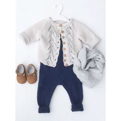 #bladrillejakke #snekkerstrikkebukse #ministrikk #camcam #knitsandpieces #paelas Baby Cardigan, Baby Size, Cloth Diapers, Baby Patterns, Baby Knitting, Cute Babies, Knit Crochet, Baby Boy, Children