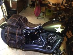 On Top saddlebags with quick release in leather, very popular for trekking and long rides. Exclusive design by Comancheros. Green Motorcycle, Motorcycle Seats, Bobber Motorcycle, Motorcycle Leather, Girl Motorcycle, Motorcycle Quotes, Virago Bobber, Bobber Bikes, Bike Saddle Bags