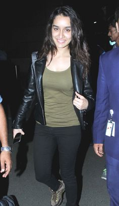 Shraddha Kapoor smiles for the shutterbugs at the Mumbai airport. #Bollywood #Fashion #Style #Beauty