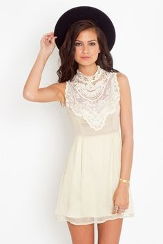 High collar lace.