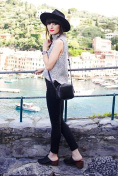 spring outfit, fall outfit, casual outfit, simple outfit, boho outfit, boho chic outfit, travel outfit, comfy outfit - black fedora, grey turtleneck sleeveless sweater, black skinny jeans, black pointy toe mules, black shoulder bag