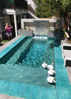 Browse swimming pool designs to get inspiration for your own backyard oasis. Discover pool deck ideas and landscaping options to create your poolside dream. Pools For Small Yards, Backyard Ideas For Small Yards, Small Backyard Pools, Modern Backyard, Swimming Pools Backyard, Swimming Pool Designs, Backyard Pool Landscaping, Backyard Seating, Backyard Pool Designs
