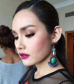 She's got you high and you don't even know yet She's got you high and you don't even know yet You look so gorgeous with Dannijo earrings ka Khun Ying Rhatha Many thanks for your support ka :)