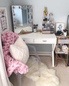 36 DIY einfache Make-up Zimmer Ideen, Veranstalter, Lagerung und Dekoration - Jo . - Living - Make-up - Make-up Rangement Makeup, Bedroom Closet Storage, Hollywood Vanity, Vanity Room, Vanity Mirrors, Vanity Set, Makeup Vanity In Bedroom, Makeup Vanity Decor, Stylish Bedroom