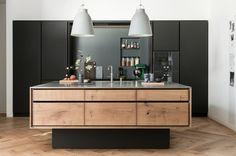 Model Dinesen kitchen island and linoleum tall cabinets - Garde Hvalsøe A/S (en)