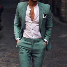 wedding suits men Bring some life to your mens wardrobe this summer with this beautiful green tailored suit! Come into our private showroom in Long Island New York. Giorgenti can custom make all your mens suits, tuxedos and men clothing needs. Blazer Outfits Men, Stylish Mens Outfits, Mens Fashion Wear, Suit Fashion, Male Summer Fashion, Mens Fashion Blazer, Navy Blue Suit Combinations, Terno Casual, Mode Swag