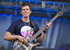 Stefan Lessard doing what he does best on his bass!!