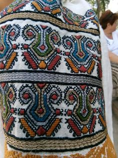 Russian Embroidery, Folk Embroidery, Learn Embroidery, Embroidery Stitches, Embroidery Ideas, Creative Embroidery, Gypsy Dresses, Folk Costume, Embroidery Techniques
