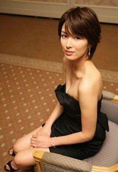 @女優【 #吉瀬美智子 】 Japanese Sexy, Cute Japanese Girl, Beautiful Asian Girls, Beautiful Women, People Poses, Body Figure, Make Beauty, Asian Celebrities, Short Styles