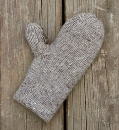 Pattern: double-thick, extra-warm mittens knit with Aran-weight wool. Knitted Mittens Pattern, Crochet Mittens, Knitted Gloves, Knit Or Crochet, Knitting Patterns Free, Fingerless Gloves, Crochet Pattern, Free Pattern, Double Knitting