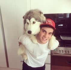 KJ Apa and husky ❤️❤️❤️ I want to be apart of this family - just sayin'