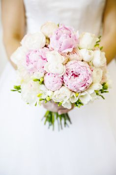 Photography by Calli B Photography / callibphotography.com, Floral Design by Mondo Floral Designs / mondofloraldesigns.com.au