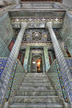 Persian Mirror Palace in Teheran. Persian Architecture, Amazing Architecture, Art And Architecture, Persian Palace, Porte Cochere, Iran Travel, Ancient Persia, Persian Culture, Beautiful Buildings