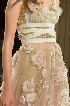 Marchesa Spring 2014 RTW - Details - Fashion Week - Runway, Fashion Shows and Collections - Vogue Couture Details, Fashion Details, Fashion Design, Couture Fashion, Runway Fashion, Fashion Glamour, Fashion Week, Fashion Show, Review Fashion