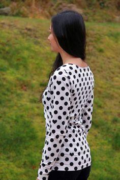 FREE sewing pattern - women´s t-shirt - sewing patterns sewing patterns pdf sewing patterns patterns for girls # T Shirt Sewing Pattern, Sewing Patterns Free, Free Sewing, Sewing Clothes Women, Clothes For Women, Patron T Shirt, Diy Bags No Sew, Couture, Long Sleeve Shirts