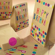 """Kit regalo sacchetti """"HAPPY BIRTHDAY"""" con adesivi chiudipacco"""