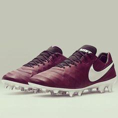 🍷🍾 #betterwithage #nike #tiempo #pirlo #pirlo21 #nikefootball #boots #wine…