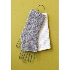Learn to Crochet Cuff - Lion Brand Yarn Crochet Lion, Crochet Mittens, Crochet Gloves, Free Crochet, Loom Knitting, Knitting Patterns, Lion Brand Yarn, Learn To Crochet, Fingerless Gloves