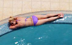 Britney si riposa in piscina