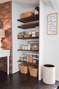Kitchen Pantry Design, Diy Kitchen Storage, New Kitchen, Kitchen Decor, Diy Kitchen Ideas, Diy Kitchen Projects, Stylish Kitchen, Cheap Kitchen, Ideas Despensa